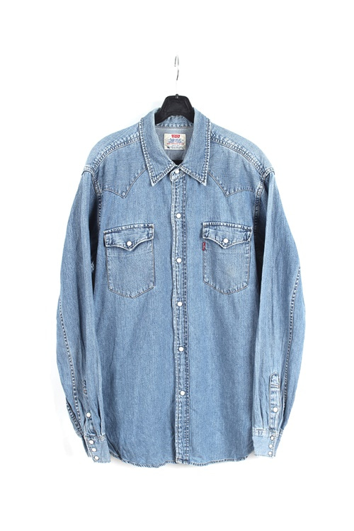 Levi's denim shirt (M~L) (made in u.s.a)